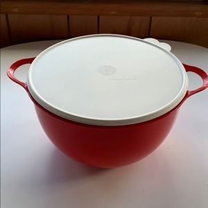 Tupperware red thatsa bowl with lid 42cups